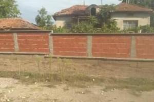 Снимка номер 2 за Къща с двор