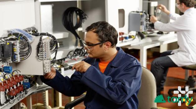 Снимка номер 1 за Клалифициран електротехник и монтьор